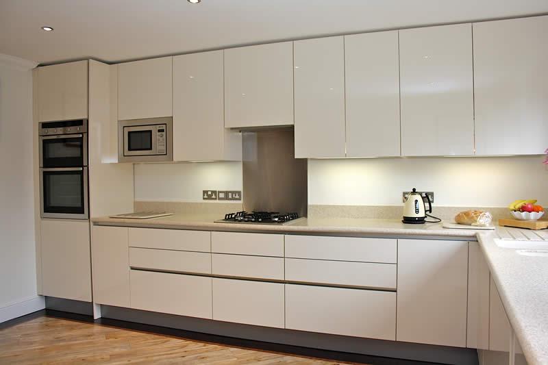 Warto wyr b mebli kuchanie for Kitchen cabinets qatar